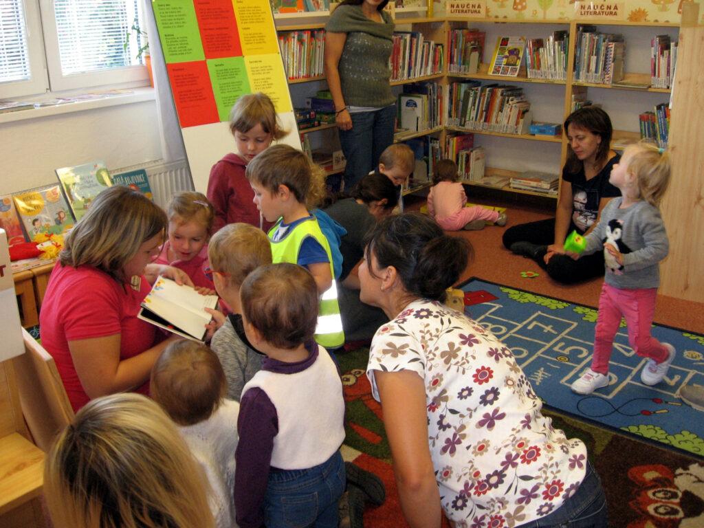 fotografie z akce k projektu S knížkou do života (Bookstart)